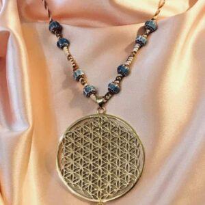 Pendentif Fleur de vie et perles en céramique